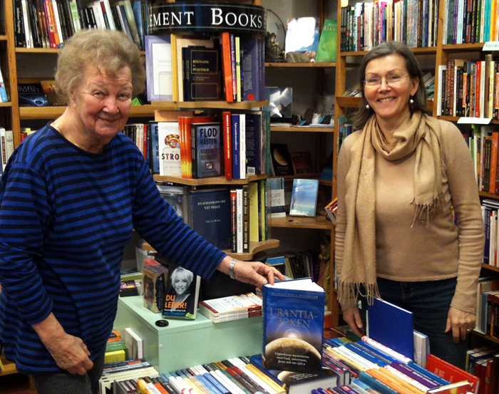 Irmeli Ivalo-Sjölie looking at the Urantia Boken display in Era Nova Bookshop