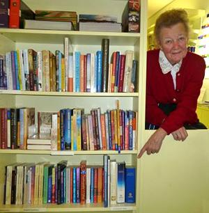 Irmeli Ivalo-Sjölie au Buchhandel im Licht