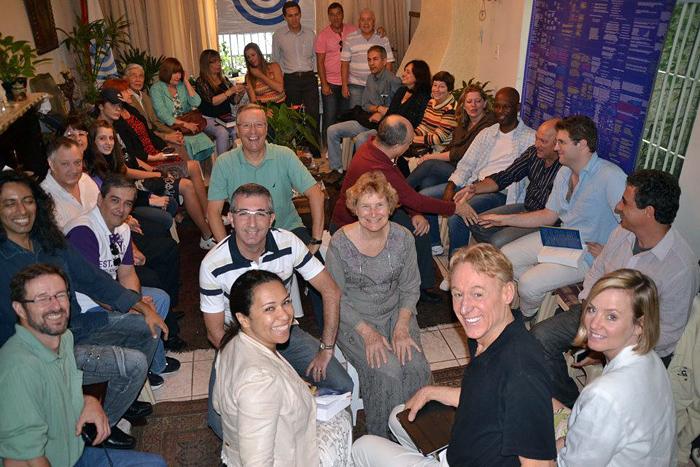 Reader gathering in the house of Sabino and Susana Hüttner Palaia